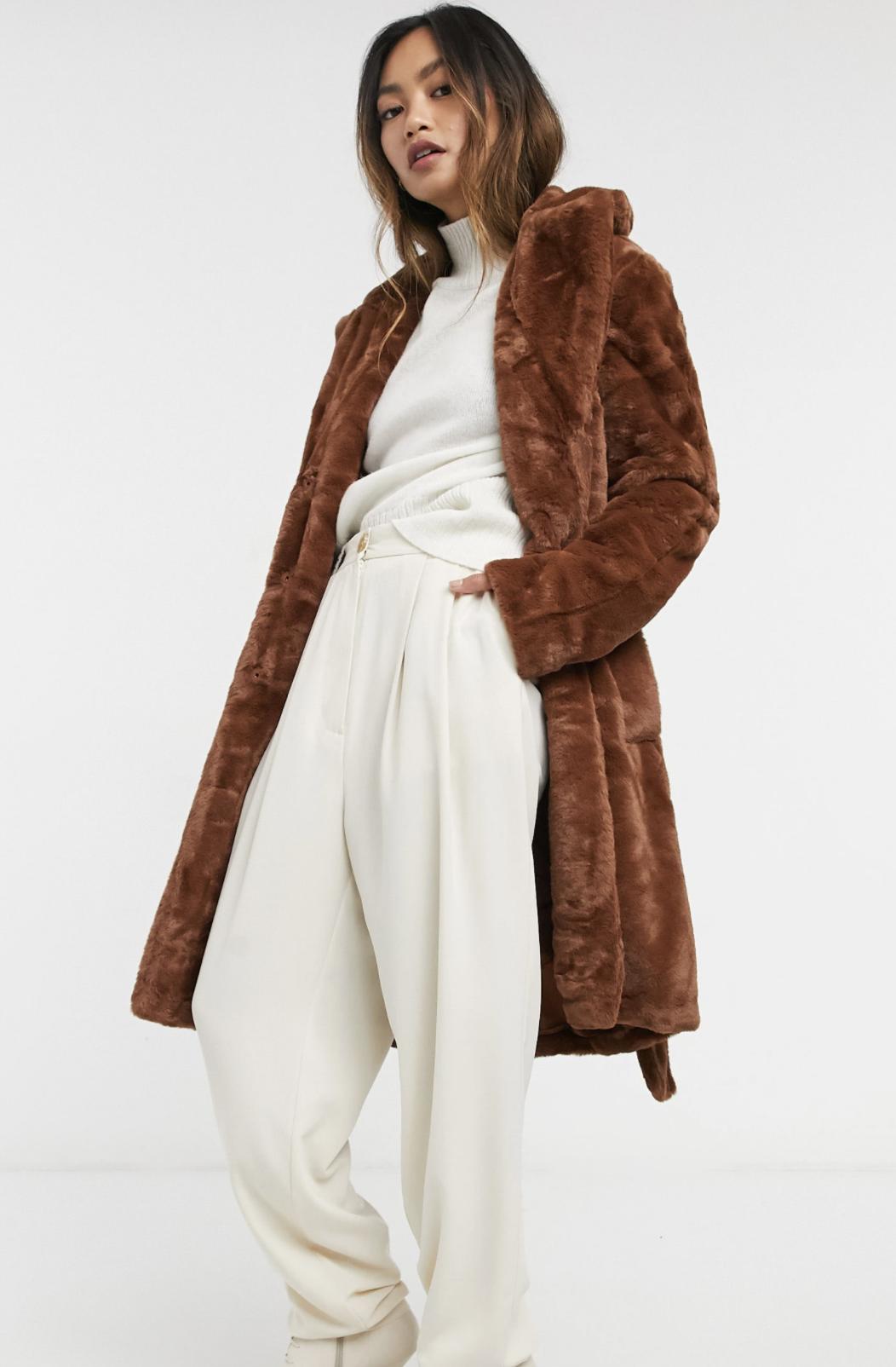 Abrigo de piel sintética marrón anudado a la cintura de Vila
