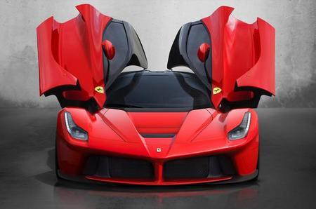 Ferrari LaFerrari con las puertas abiertas