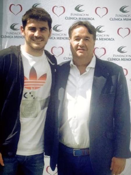 Pero qué solidarios se nos ponen Iker Casillas o Feliciano López dale que te pego al padel