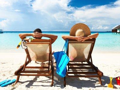 ¿Vas a la playa con tu móvil? Mantenerlo a salvo y que sobreviva al verano es sólo cuestión de seguir unos consejos