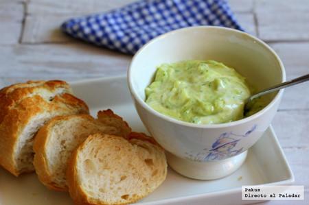Cómo hacer salsa mayopesto, la salsa que revoluciona tus ensaladas, hamburguesas y platos de pescado