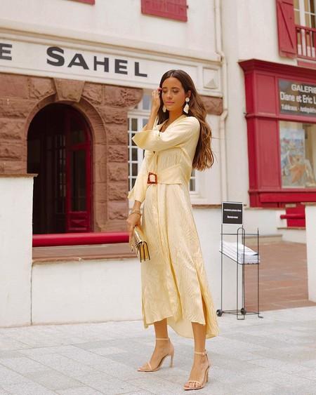 Nueve vestidos midi satinados que pueden ser tus mejores aliados para una ocasión especial esta temporada