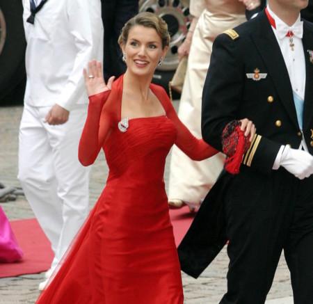 Así ve la prensa de moda extranjera a nuestra reina Letizia
