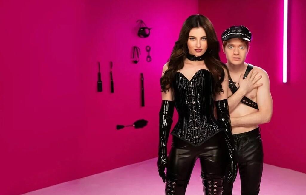Netflix hace limpieza de sitcoms: 'Bonding', 'En los boxes', 'Sr. Iglesias' y 'Country Comfort' han sido canceladas