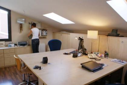 Enséñanos tu casa: el estudio y dormitorio de Montse y Santi