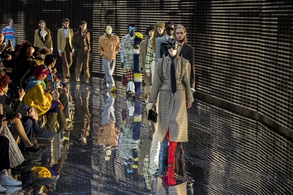 Lo mejor del primer día de la Semana de la Moda de Milán  Gucci c0340228196