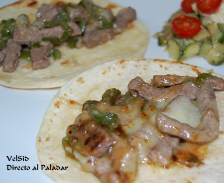 Tacos mexicanos con ternera y queso