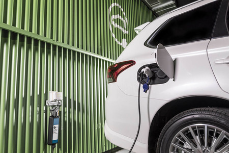 Los fabricantes europeos piden más fondos para el coche eléctrico... mientras reivindican al diésel