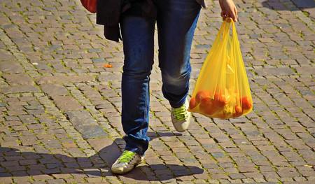 Las bolsas del super son el menor de los problemas: así estamos perdiendo la guerra contra el plástico