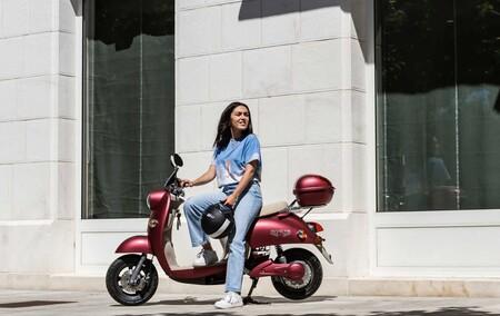 La Invicta Electric Opai, su velocidad de 45km/h y su autonomía de 70km se coloca como una de las motos eléctricas más baratas