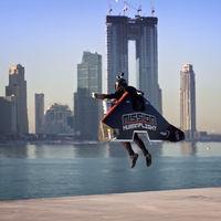 Despegue VTOL y una propulsión suficiente para alcanzar 1.000 metros de altura en 30 segundos: así vuelan con jetpack en Dubai