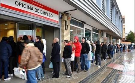 El gasto por desempleo en España vuelve a niveles de 2006, pero con mucho más paro: la cobertura social se desploma