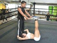 Dos ejercicios abdominales para hacer en pareja