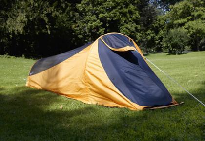 Tienda convertible en saco de dormir y hamaca