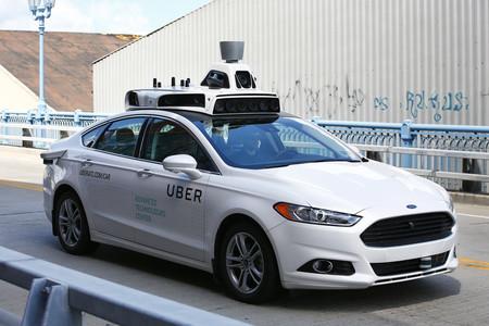 El coche autónomo de Uber se enfrenta a sus primeros problemas: se salta semáforos y no reconoce el carril bici
