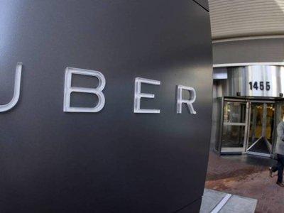 Uber considera dar acciones a sus conductores en mitad de su crisis más dura