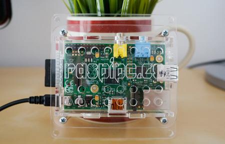 Caja VESA de RaspiPC, compañera inseparable de tu televisor y tu Raspberry Pi