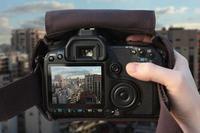 Cloak Bag, para hacer fotos sin sacar la cámara de la funda