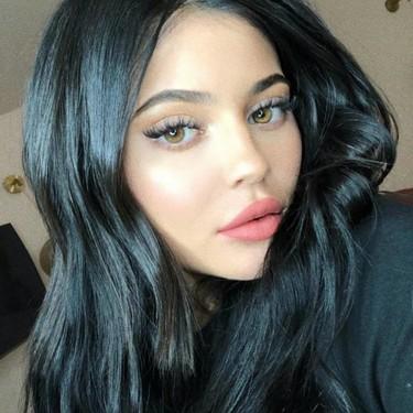 Kylie Jenner celebra su cumpleaños volviendo al rubio platino