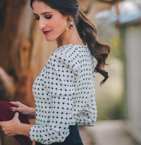 17 coletas bajas para lucir en una boda y convertirte en la invitada perfecta