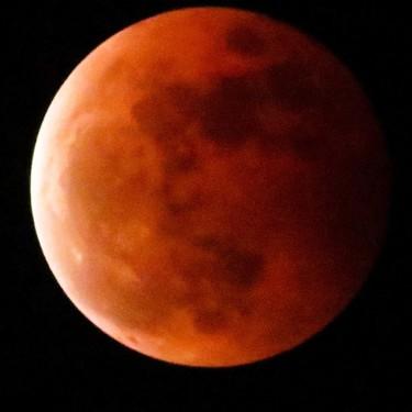 Hoy hay eclipse de luna de sangre, ¿lo vemos en familia?