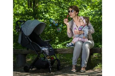 Oferta de Amazon en la silla de paseo plegable Kinderkraft Pilot en color gris: cuesta 117,04 euros