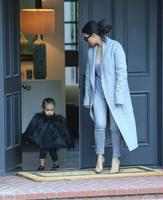 Vaya modelitos que le plantan a North West
