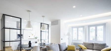 Una buena idea: La cocina, separada por una pared de cristal en este apartamento en Roma