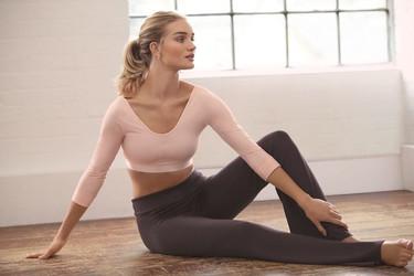 Rosie Huntington-Whiteley de modelo a diseñadora de ropa deportiva