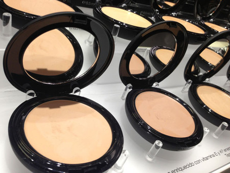BB-Glow-Compact-Foundation