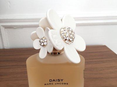 Daisy (de Marc Jacobs) celebra su décimo aniversario y a nosotras nos vuelve a enamorar