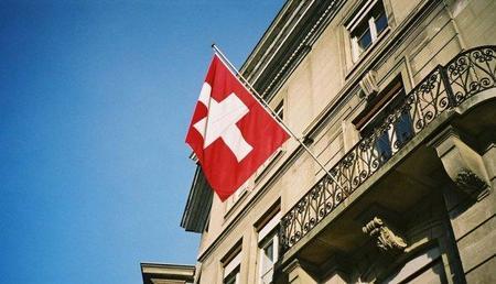 Suiza interviene su moneda para evitar morir de éxito