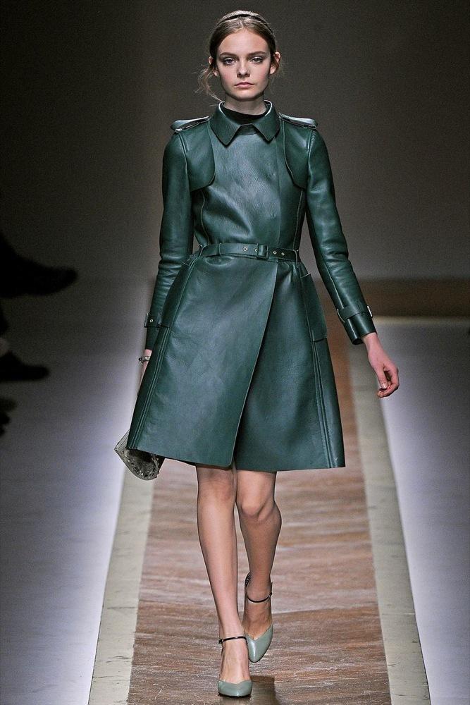 Foto de Valentino Otoño-Invierno 2011/2012 en la Semana de la Moda de París: la moda está triste (17/23)