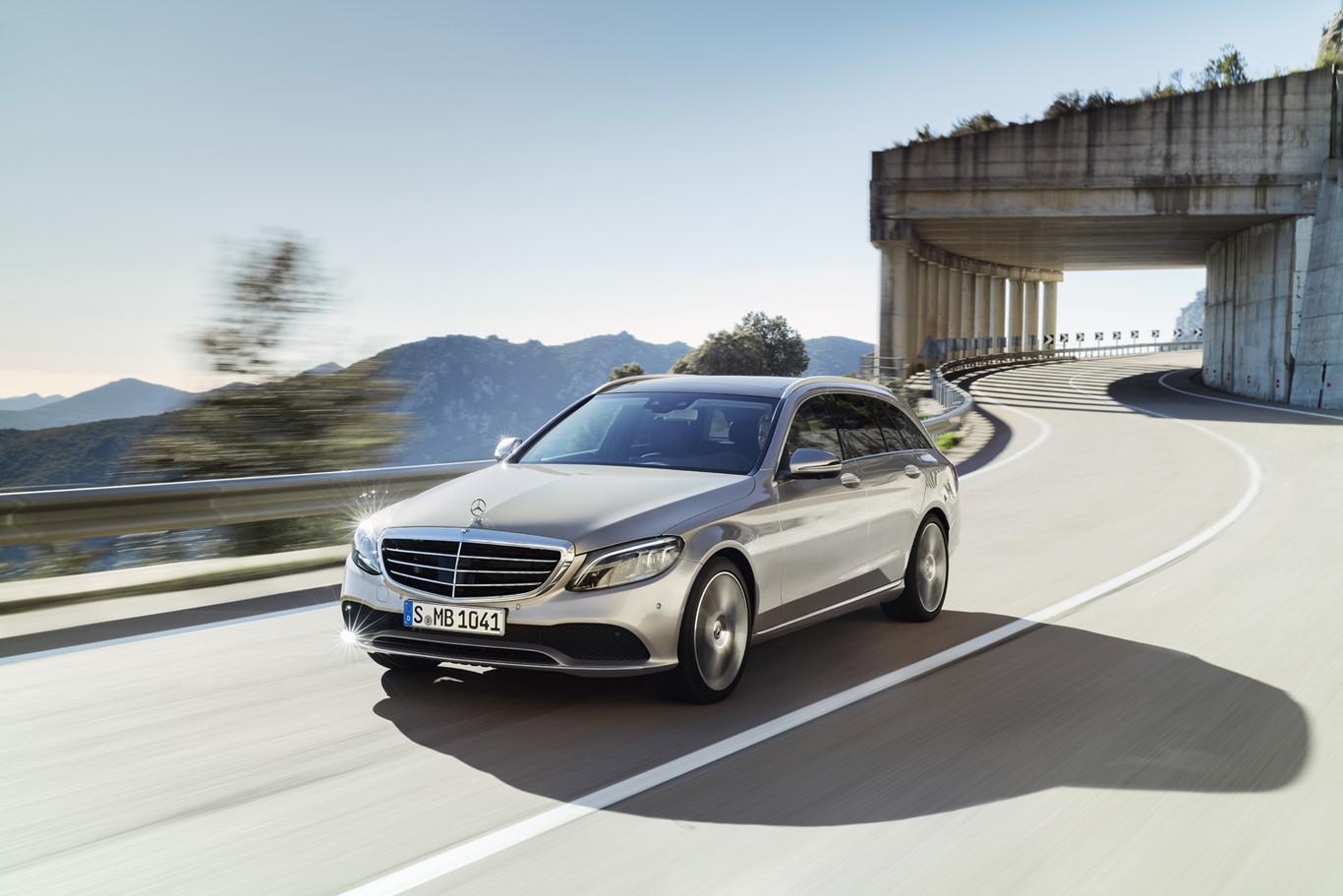 f910198b1 Mercedes-Benz Clase C 2018: ligeros cambios y, sobre todo, más tecnología