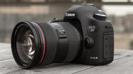 Algunas baterías «clónicas» dan problemas al actualizar el firmware de la Canon EOS 5D Mark III