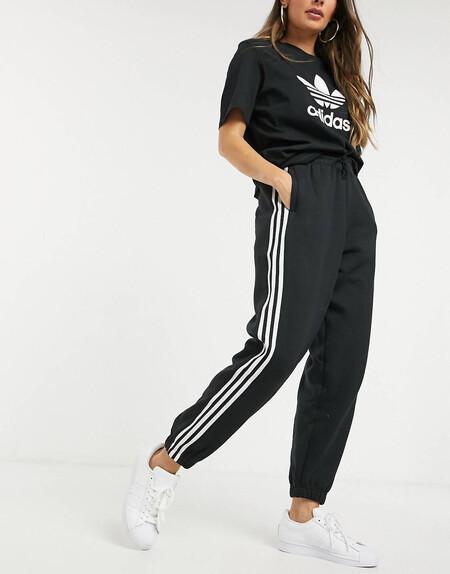 Joggers Negros Con Punos Ajustados Y Logo De Trebol En 3d De Adidas Originals