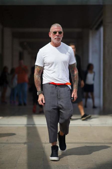 El Mejor Street Style De La Semana La Camiseta Blanca Se Impone Al Look Mas Formal Para El Verano 02