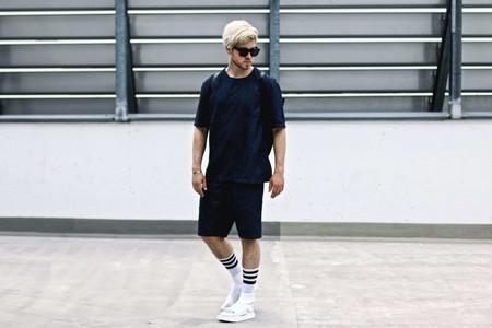 El combo de chanclas y calcetines conforman los mejores looks del street-style de la semana