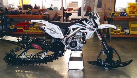 ¿Te gusta la nieve y las motos? Ahora puedes hacer las dos cosas con la doble oruga de Christini