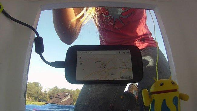 Un Nexus S y un Android camino del espacio