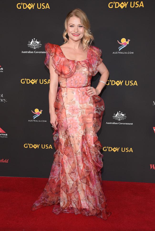 gala g'day alfombra roja red carpet look estilismo outfit Emilie de Ravin