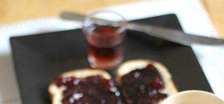 Mermelada de cerezas y su aguardiente. Receta con tres ingredientes
