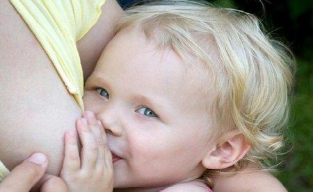 Las diez prácticas de crianza más controvertidas: la lactancia materna prolongada