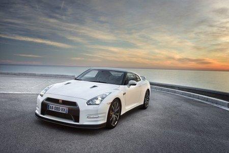 Dolorpasión™: Peligros de adelantar por la derecha con un Nissan GT-R