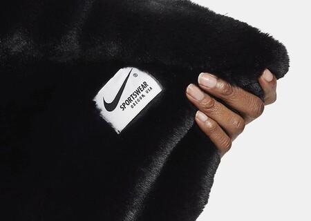 Lo nuevo de Nike no son deportivas, es una manta para acurrucarse en el sofá que demuestra que 2020 es el mundo al revés