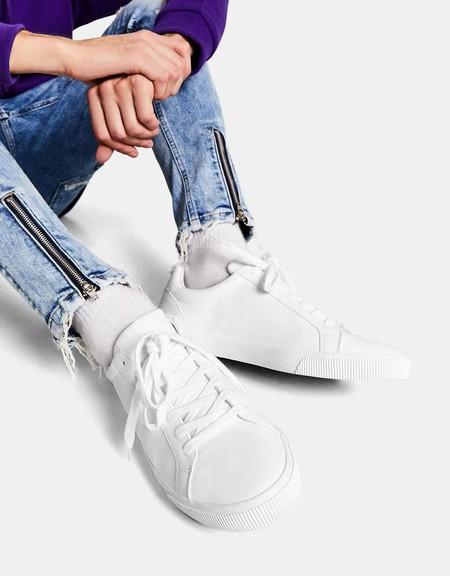 Seis zapatillas blancas de Bershka que serán tus compañeras a lo largo de la primavera
