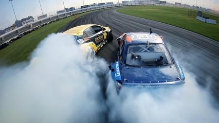 Un drone de carreras, una GoPro y coches derrapando a gran velocidad hacen que este vídeo parezca el tráiler de un videojuego