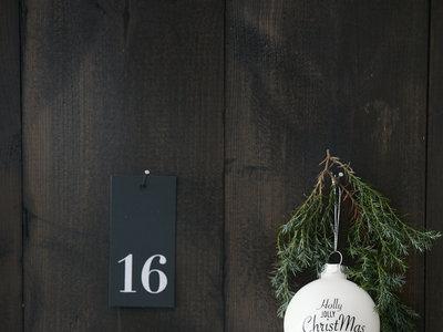 Crea tu propio calendario de adviento con poinsettias: cuatro ideas