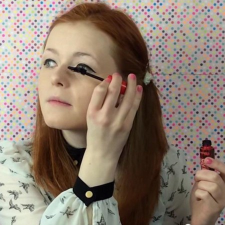 Los videotutoriales de Lily Edwards, la youtuber ciega, ¡arrasan en la red!