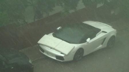 Dolorpasión™: Un Lamborghini Gallardo Spyder es acribillado por el granizo
